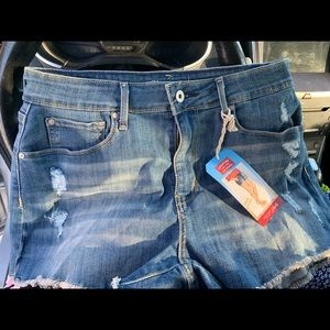 NWT Levi Shorts -size 10